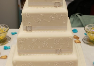 Wedding Cakes - Diamante Brooch Wedding Cake