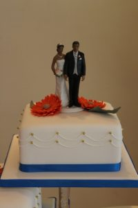 Simple gerbera wedding cake 2