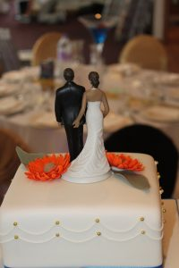 Simple gerbera wedding cake 3